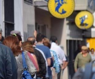 foto: Comienza el pago de sueldos de abril a empleados públicos