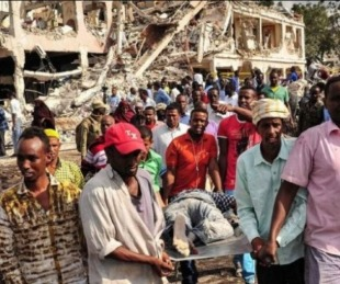 foto: Brutal atentado terrorista en Somalia: al menos 237 muertos