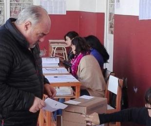 foto: El Gobernador Ricardo Colombi emitió su voto en Mercedes