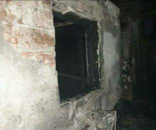 foto: Robaron e incendiaron un depósito de lanchas de la Capital