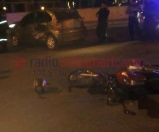 foto: Motociclista murió tras chocar contra un auto en Costanera