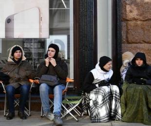 foto: Venden por US$ 7.000 un lugar en la fila para comprar el iPhone Xs