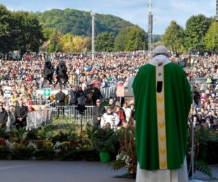 foto: Ante cien mil fieles, Francisco recordó los horrores del nazismo