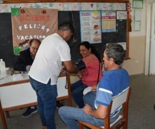 foto: Goya: Equipo municipal asistió a pobladores del Paraje Isla Sola