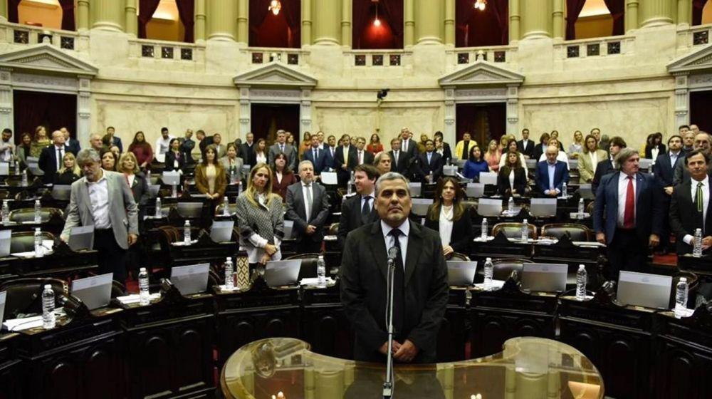 foto: Homenajearon a Héctor Olivares en Diputados y juró su reemplazante