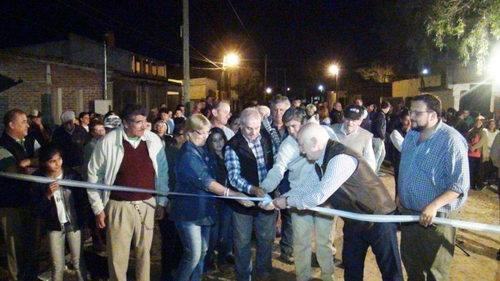 foto: Osella presentó nueva obra de cordón cuneta en Bº Virgen de Lourdes