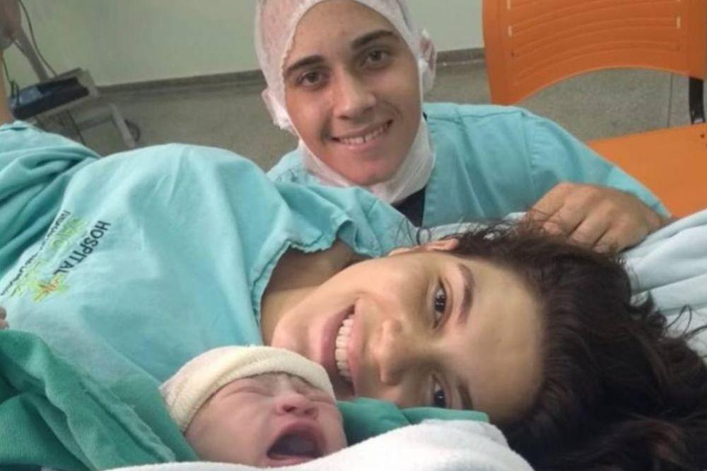 foto: Su mujer murió dando a luz y su despedida emocionó a todos