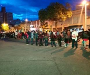 foto: Larga espera para subir a un Chaco-Corrientes de la empresa Ataco