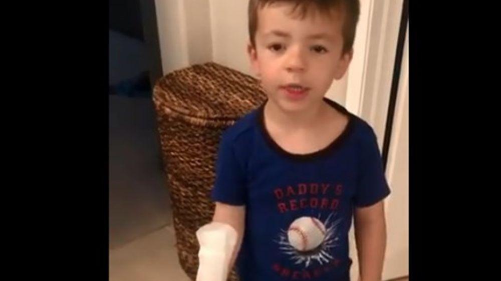 foto: Nene confundió una toallita femenina con una curita gigante