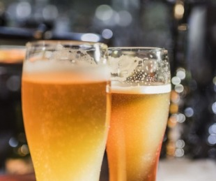 foto: La ANMAT prohibió comercializar tres cervezas importadas