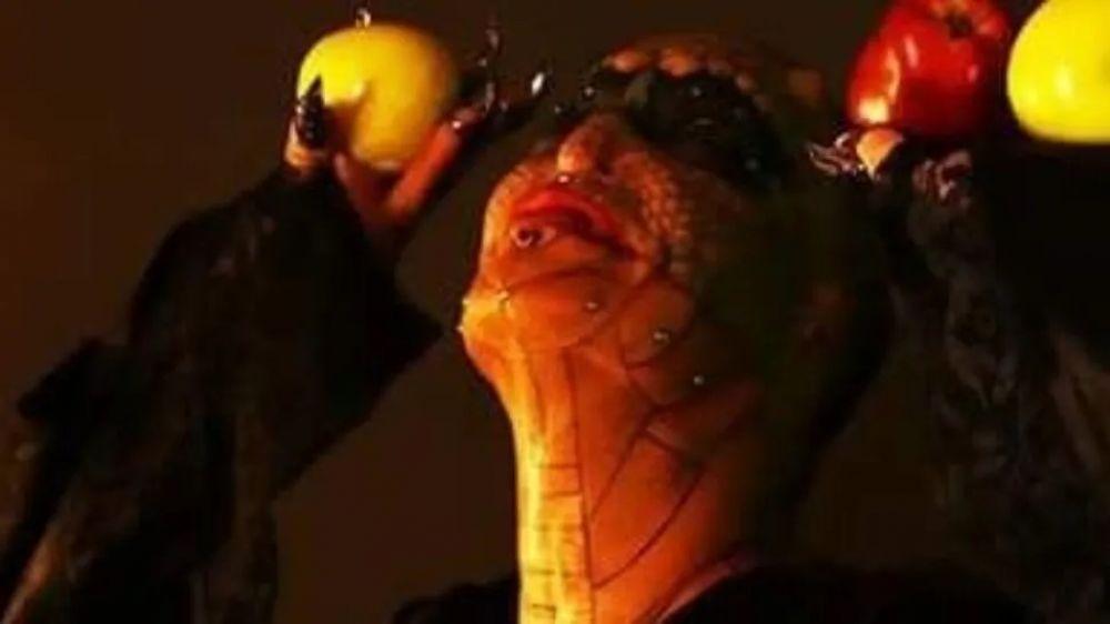 foto: Banquero trans se castró y se convirtió en serpiente