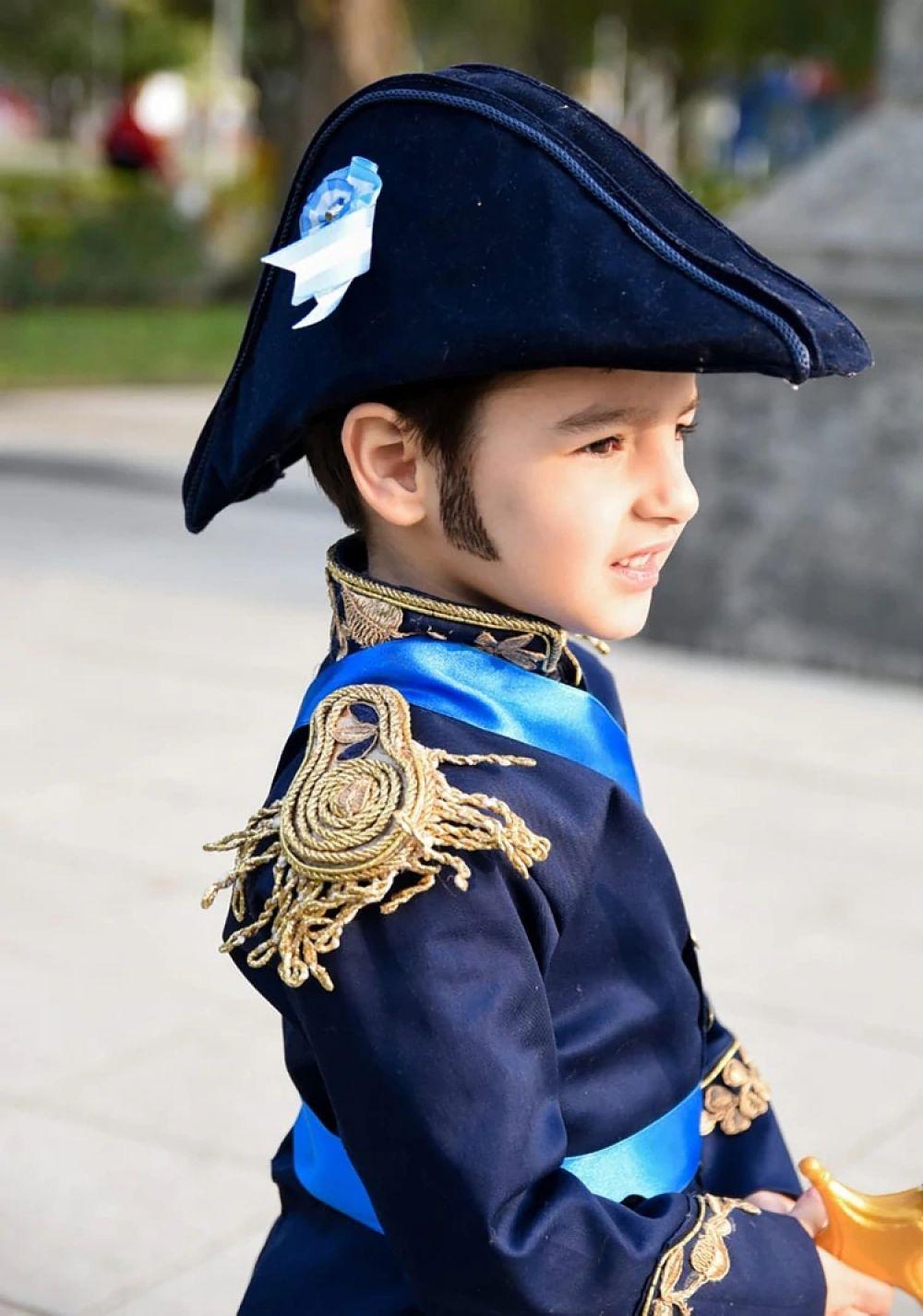 foto: El niño que quiere salvar a los argentinos con valores de su ídolo
