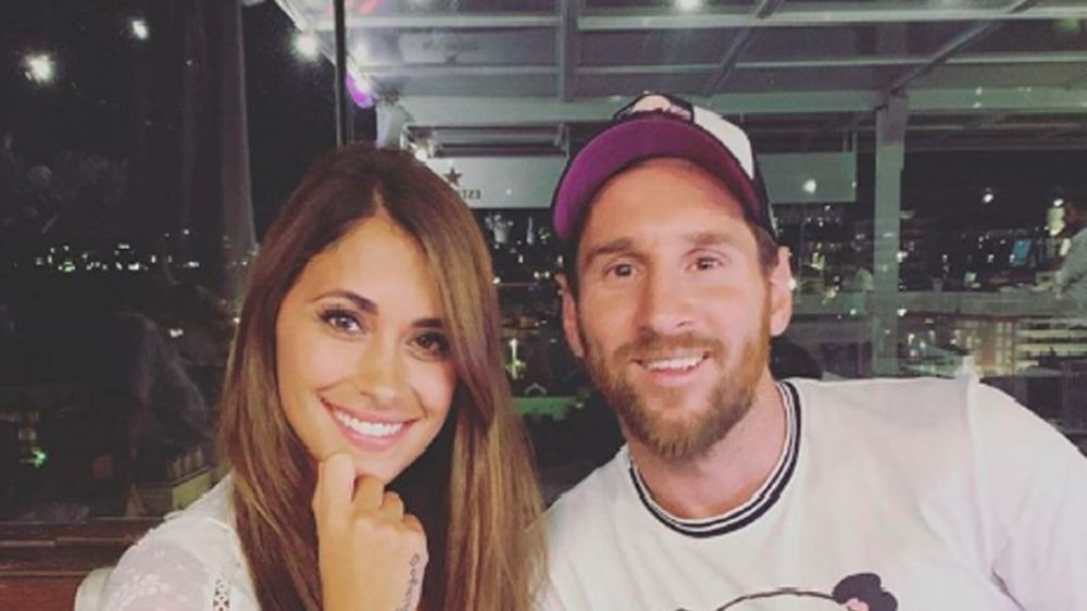 foto: La romántica foto de Rocuzzo y Messi con un invitado especial