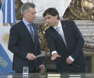 foto: Macri le tomó juramento a Hernán Lacunza en Hacienda