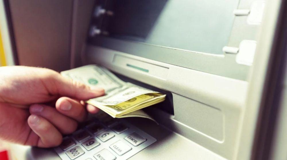 foto: Les depositaron U$S120 mil: se gastaron todo y los acusan de robo