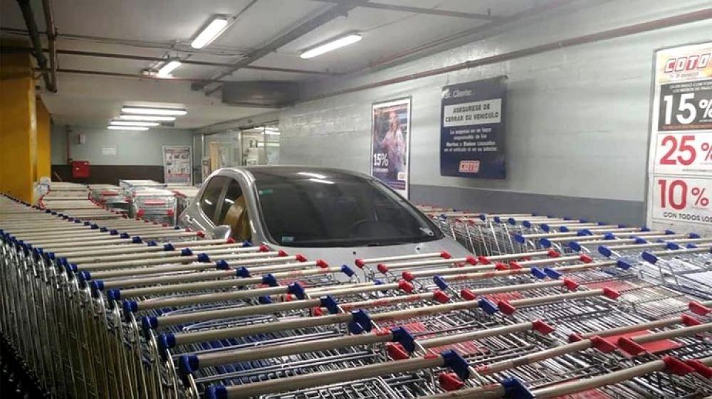 foto: Estacionó mal y la respuesta de los empleados se volvió viral