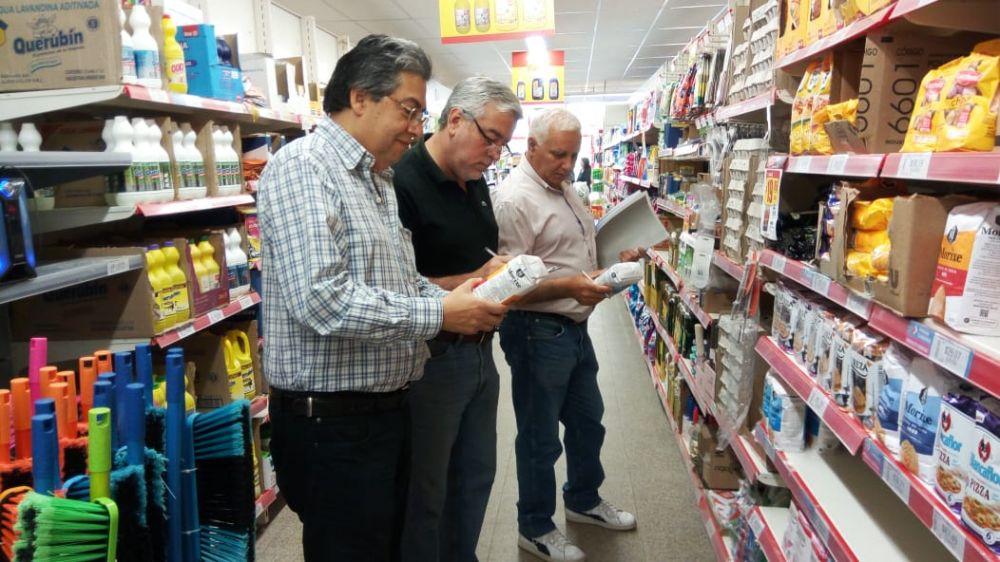 foto: Realizan controles de precios y de abastecimiento en comercios del interior