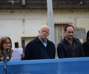 foto: Sentido acto en homenaje a Sarmiento por el Día del Maestro