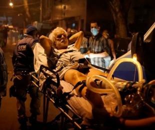 foto: Incendio en un hospital dejó once muertos y escenas de caos
