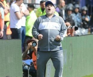 foto: Los imperdibles memes del debut de Maradona en el Lobo