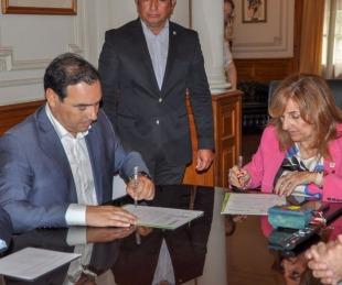 foto: Valdés rubricó un convenio de cooperación mutua con la UNNE