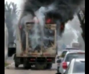 foto: Esquina: Un camión tocó cables con electricidad y se prendió fuego