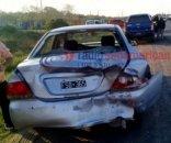 Colisión múltiple entre varios vehículos dejó daños materiales
