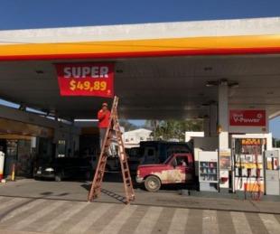 foto: Axion y Shell aplicaron rebajas en naftas Súper para desplazar a YPF