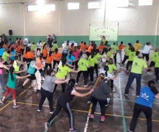 foto: Gimnasia aeróbica recreativa para  adultos mayores