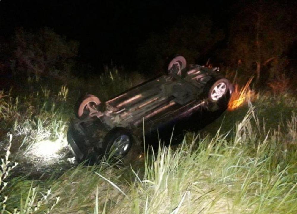 foto: Dos heridos tras volcar un auto al esquivar un carpincho
