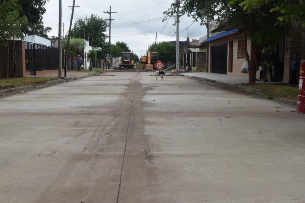Finalizó la pavimentación de otra cuadra de pavimento de calle Uruguay