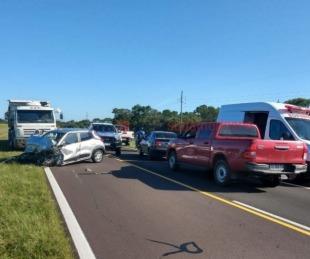 foto: En una maniobra de sobrepaso, automóvil chocó contra un camión