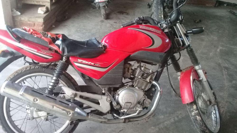 foto: Dos personas detenidas con una moto robada