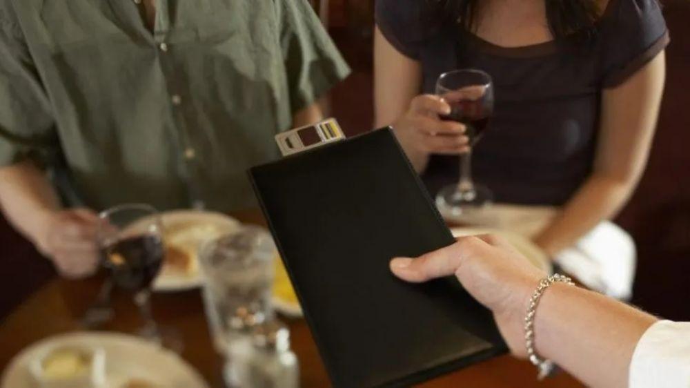 foto: Restaurante cobra un cargo extra por hacer preguntas estúpidas