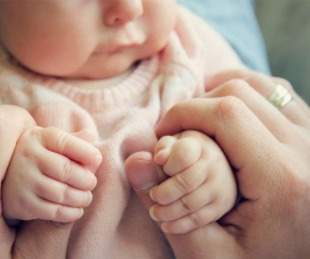 foto: Beba de 5 meses murió tras ser violada por su primo en una boda