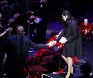 foto: La NBA le rindió un emotivo tributo a Kobe Bryant y su hija