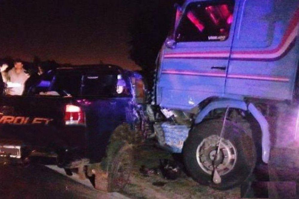 foto: Un camión y una camioneta protagonizaron un violento choque