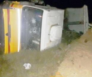 foto: Volcó un camión que transportaba arroz en Mercedes