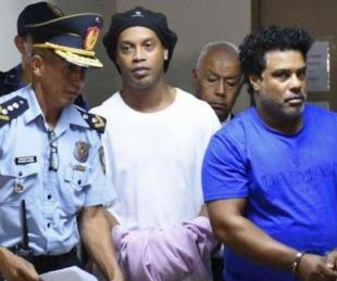 foto: Ronaldinho pagó una millonaria fianza para el arresto domiciliario