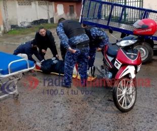 foto: Motociclista chocó contra un carro remolque que estaba estacionado