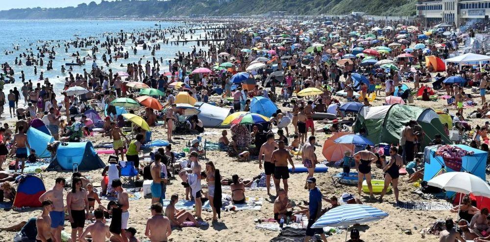 Descontrol en Gran Bretaña: miles de personas invadieron las playas