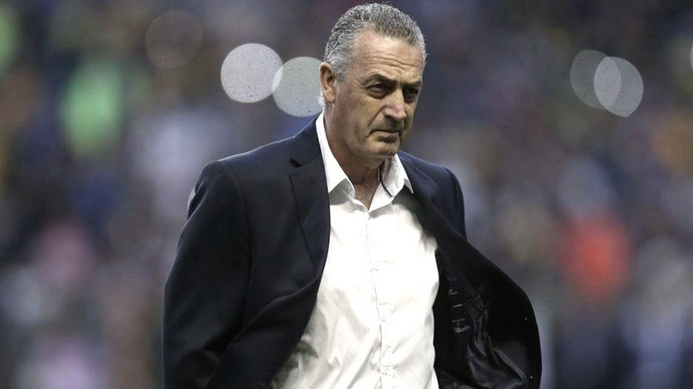 Alfaro: No se puede llamar ex jugador a Tevez