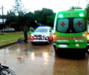 foto: Perdió el control de la moto por la lluvia y fue llevado al Escuela
