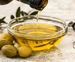 foto: ANMAT prohíbe la comercialización de un aceite de oliva