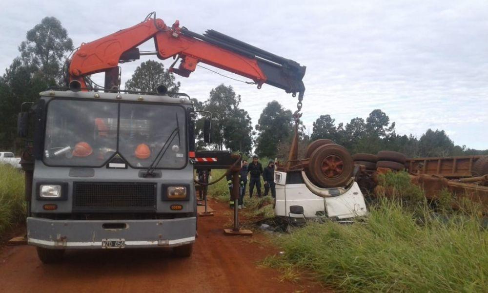 Tragedia: camionero volcó y murió aplastado cerca de Colonia Liebig