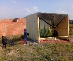foto: Intentó usurpar un terreno con sus 5 hijos y la desalojaron
