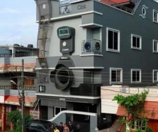 foto: Su casa tiene forma de cámara y sus hijos son Canon, Nikon y Epson