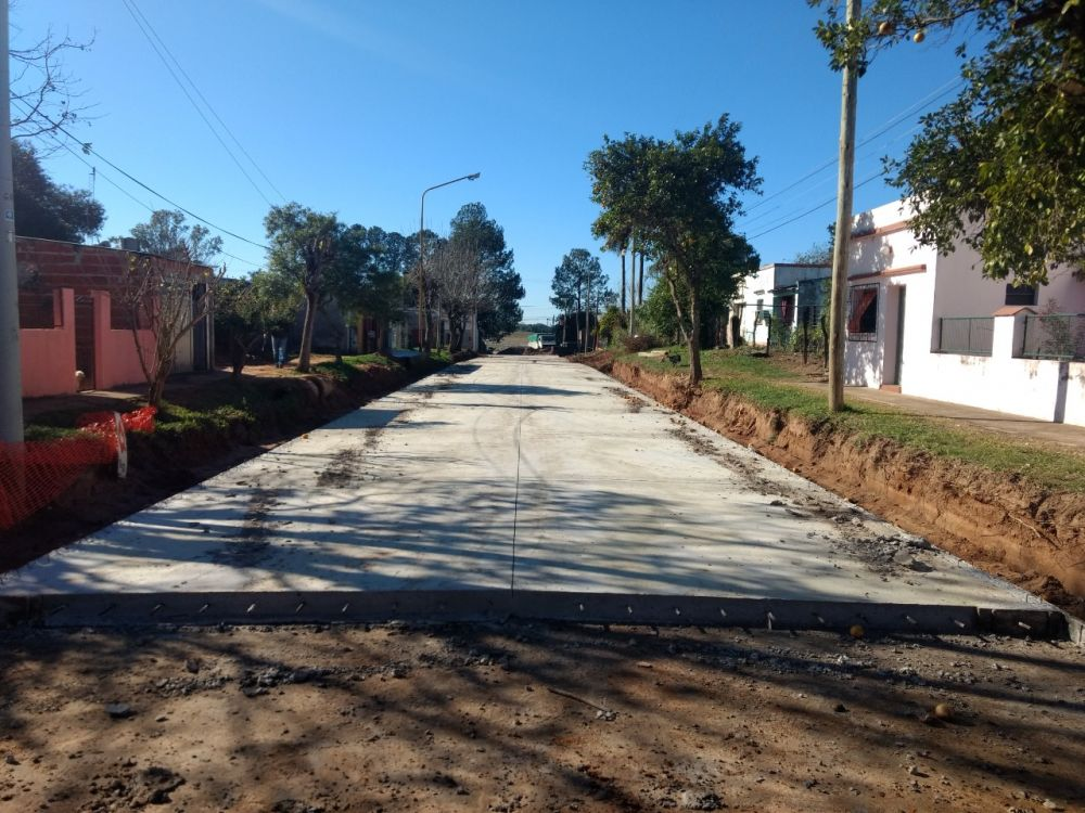 Provincia ya pavimentó 13 cuadras de las cuarenta previstas en Berón de Astrada