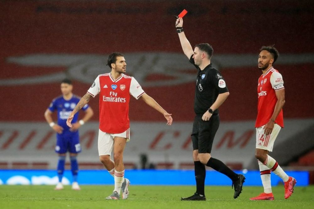 Expulsado por toser a un rival: nueva regla que adoptará el fútbol inglés