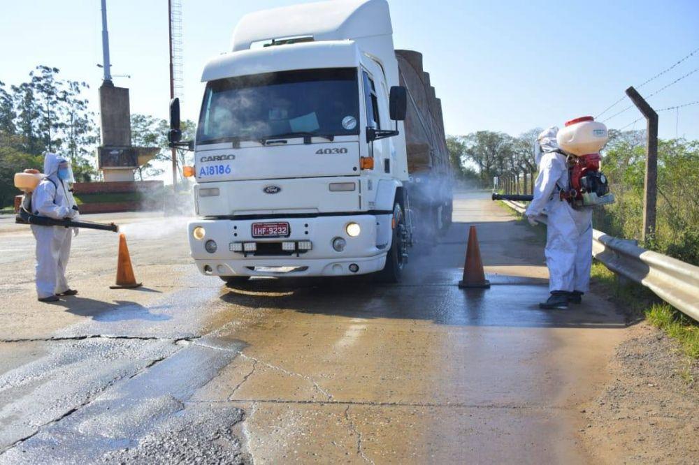 Libres: continúa la desinfección de camiones en el ingreso al país